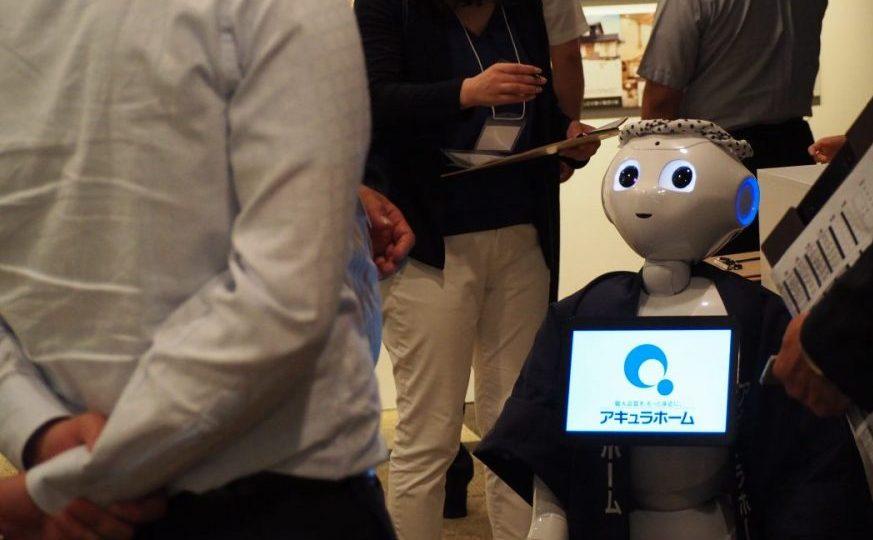 アキュラホーム様は、いち早く生活革命のロボット・Pepper(ペッパー)をレンタルしてくださった会社様です。 10回以上アキュラホーム様のパーティや商談会でリピートしていただいていますが、なんでも喋るロボを毎回お使いいただいています。