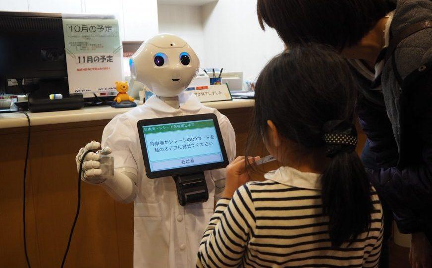 生活革命が手掛けたPepper(ペッパー)・ロボットの病院受付システム。 既存の病院受付システムと連動しました。レシートプリンタとの連動も当社が先駆けて行いました。